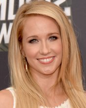 Pitch Perfect Reunion: Anna Camp guest stars on TBS' Ground Floor